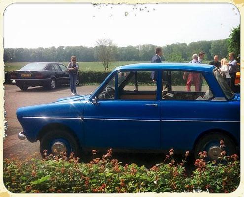 Op de foto met een blauwe Daf 33 van dafje rijden
