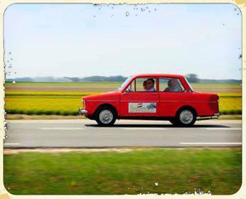 Rode daf 33 met deelnemers van Dafje rijden